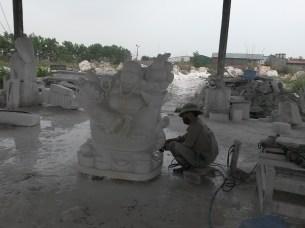Sculpteur de marbre à la scie