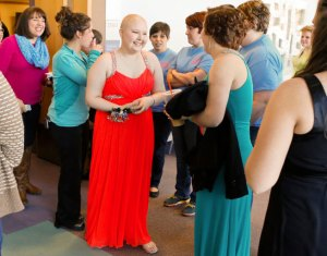 Teen with cancer has unforgettable prom