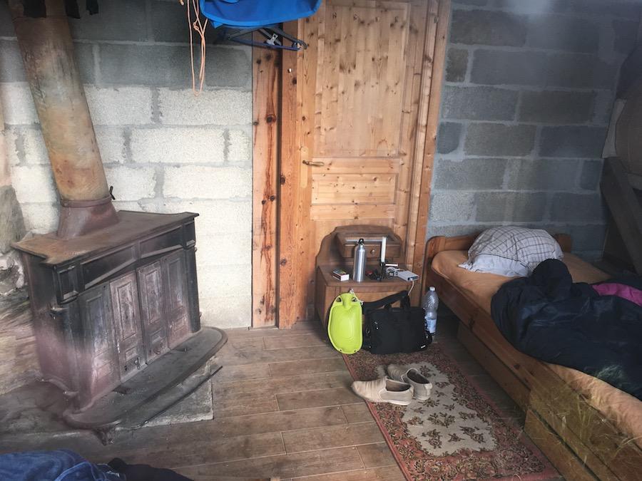 Einfaches, gemütliches Zimmer