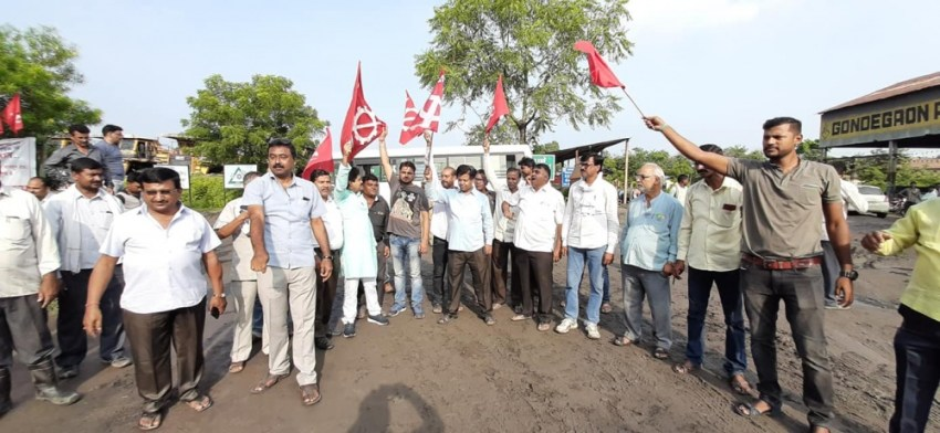 1569421783 992 Indian coal miners strike against privatization of mines