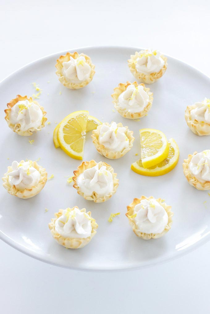 Mini Lemon Cream Pies // Small Sweets for a Dessert Reception - weddingfor1000.com