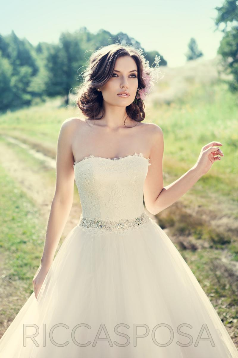 Wedding dresses we love from the ukraine wedding for 1000 related whats your vintage wedding dress ombrellifo Choice Image