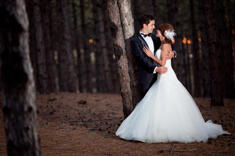 Great wedding photography on a budget? Here are 5 ways to find it! weddingfor1000.com