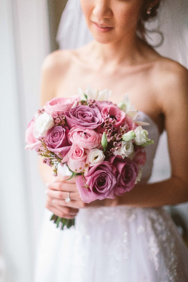 Carry Beautiful, Affordable Wedding Flowers with These Florist Tips