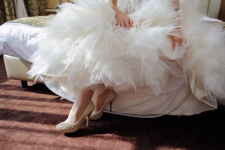 Try out your wedding shoes to make sure they're perfect in *every* way for your wedding day! - weddingfor1000.com