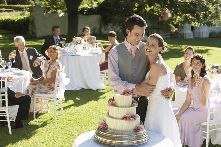 65 Ways to Stretch Your Wedding Budget Further - weddingfor1000.com
