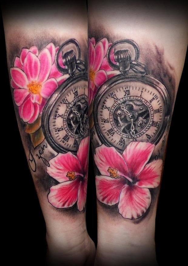 Tatuaje Realista Reloj Antiguo Flores Dalia Hibisco Color Realista