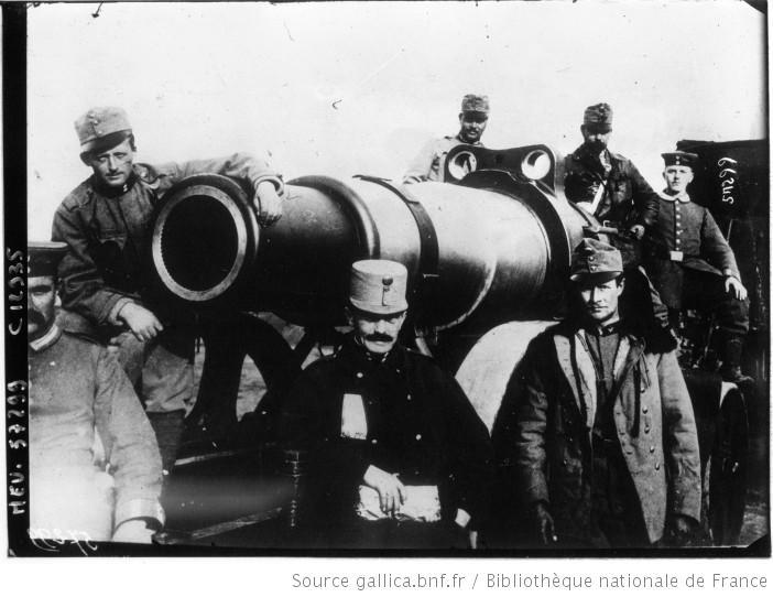 Un canon autrichien de 305 : [photographie de presse] / Agence Meurisse - source Gallica-BNF