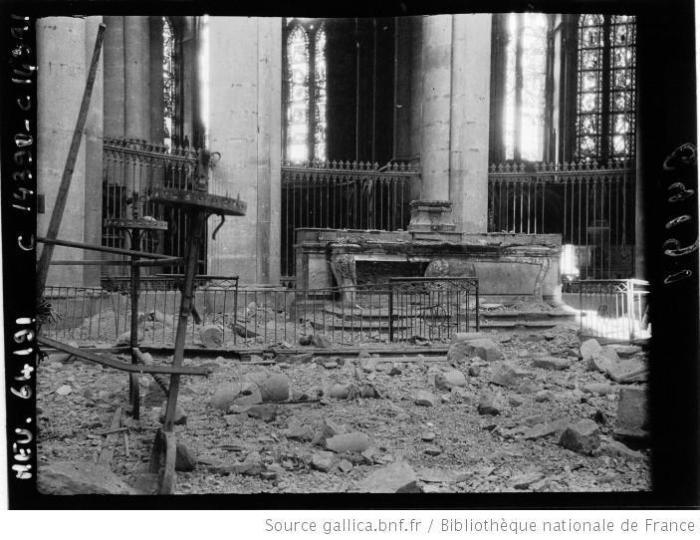 2interieur-de-la-cathedrale-l-autel-du