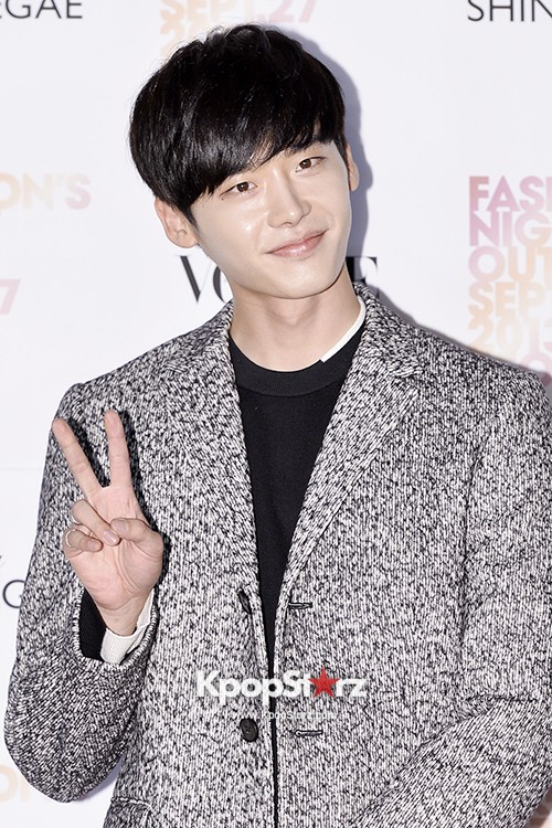 Lee Jong Suk. Yoo Ah In Chic and Manly for 'Vogue Fashion's Night Out Seoul' Party - Sep 27. 2013 [PHOTOS] | KpopStarz