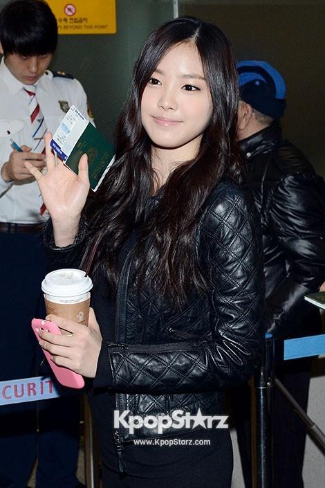 Airport Fashion: A Pink Leaving to Hong Kong at Incheon Airport Additional Photos [PHOTOS] : Photos : KpopStarz