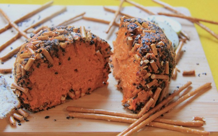 #5under5: Black Sesame-Crusted Cheddar Cheese Ball [Vegan, Gluten-Free]