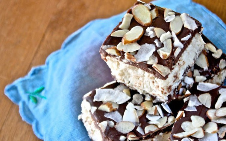 No-Bake Almond Joy Bars With a Chocolate Ganache Topping