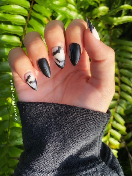 Short black bat Halloween nails with sharp tips