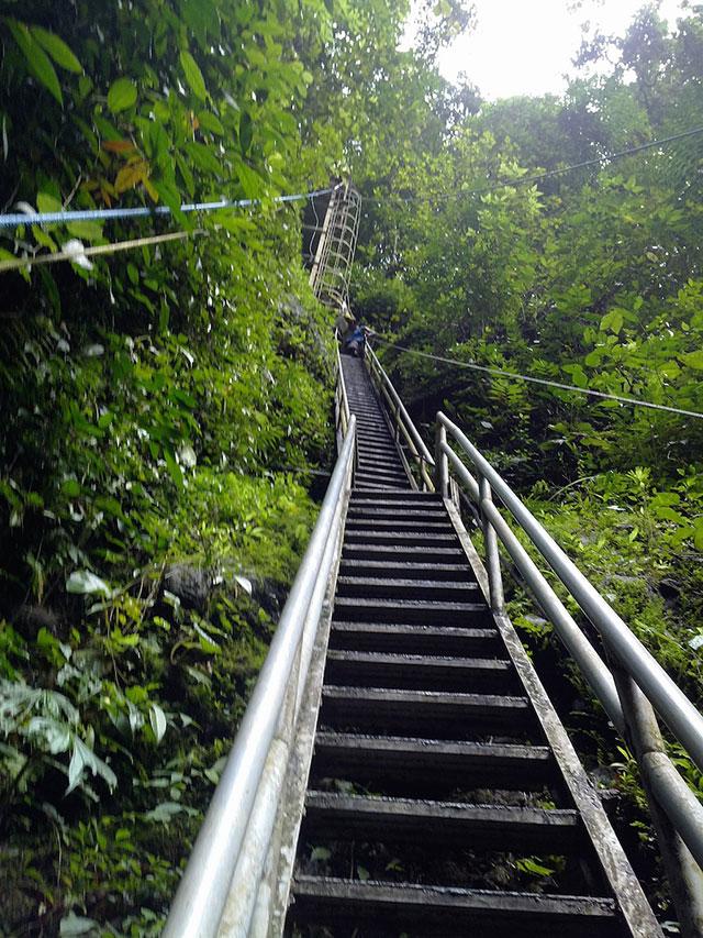 Steep stairs at the Pagsanjan Waterfall