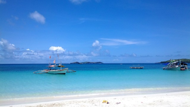 White beaches in Calaguas Island