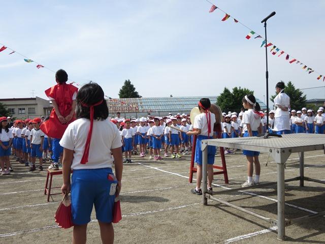 安茂里小学校運動会、紅組・白組のエール交換