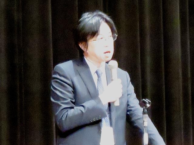 講演した牛山教授。諏訪市出身で中央大学法学部卒です。私の大学後輩にあたるのですが、中堅の実践的研究者で著名です。