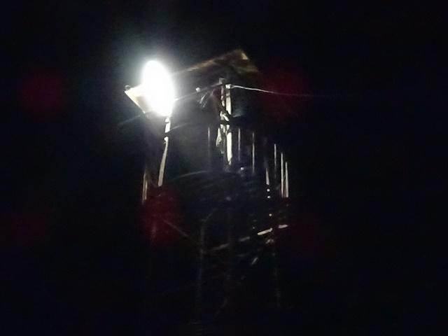 午後9時、「火の用心」を願う半鐘が響きました。安茂里分団詰所前にて。