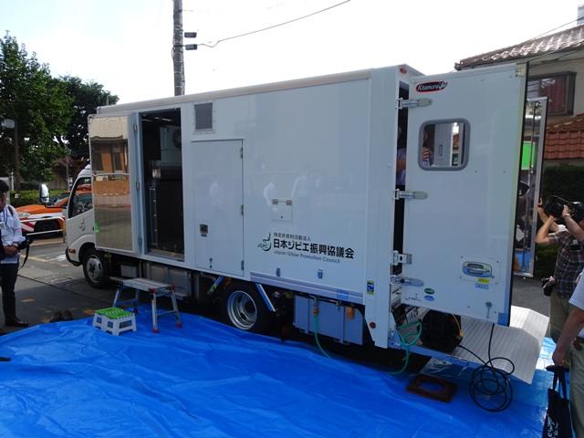8月10日に市役所で行われた展示会より。トヨタ製の2トントラックを改造し、解体から冷凍保管までできるフルスペックの試作車