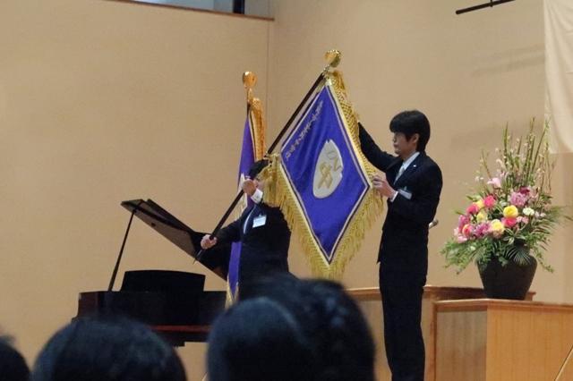 市立長野中学校の「校旗」のお披露目、高校生がデザインしたものです