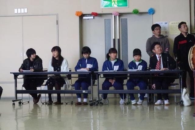 ステージの進行役は裾花中学校と工業高校の生徒さん達です。