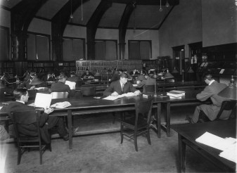 Students in the Law Library in in 1914.