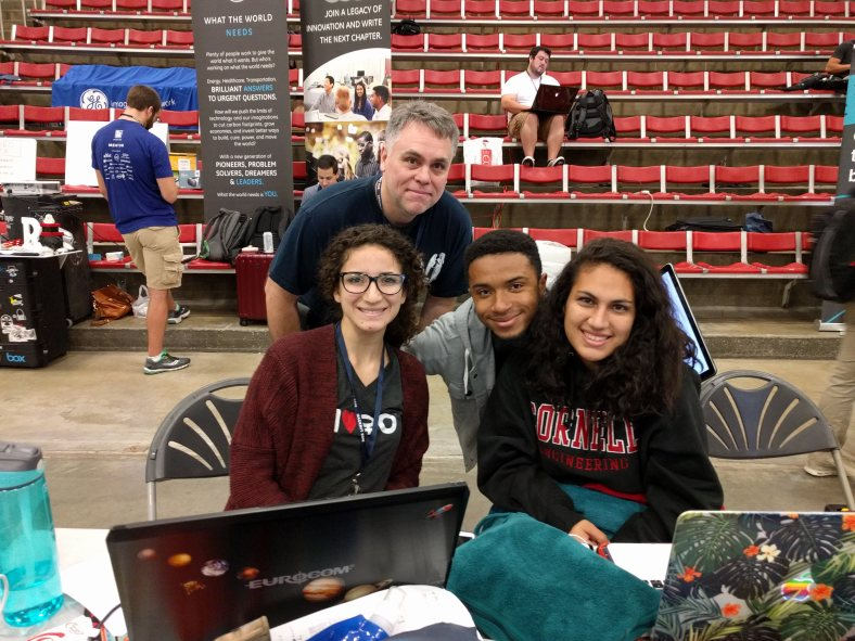 MeTime team demos project at HackMIT to Fedora