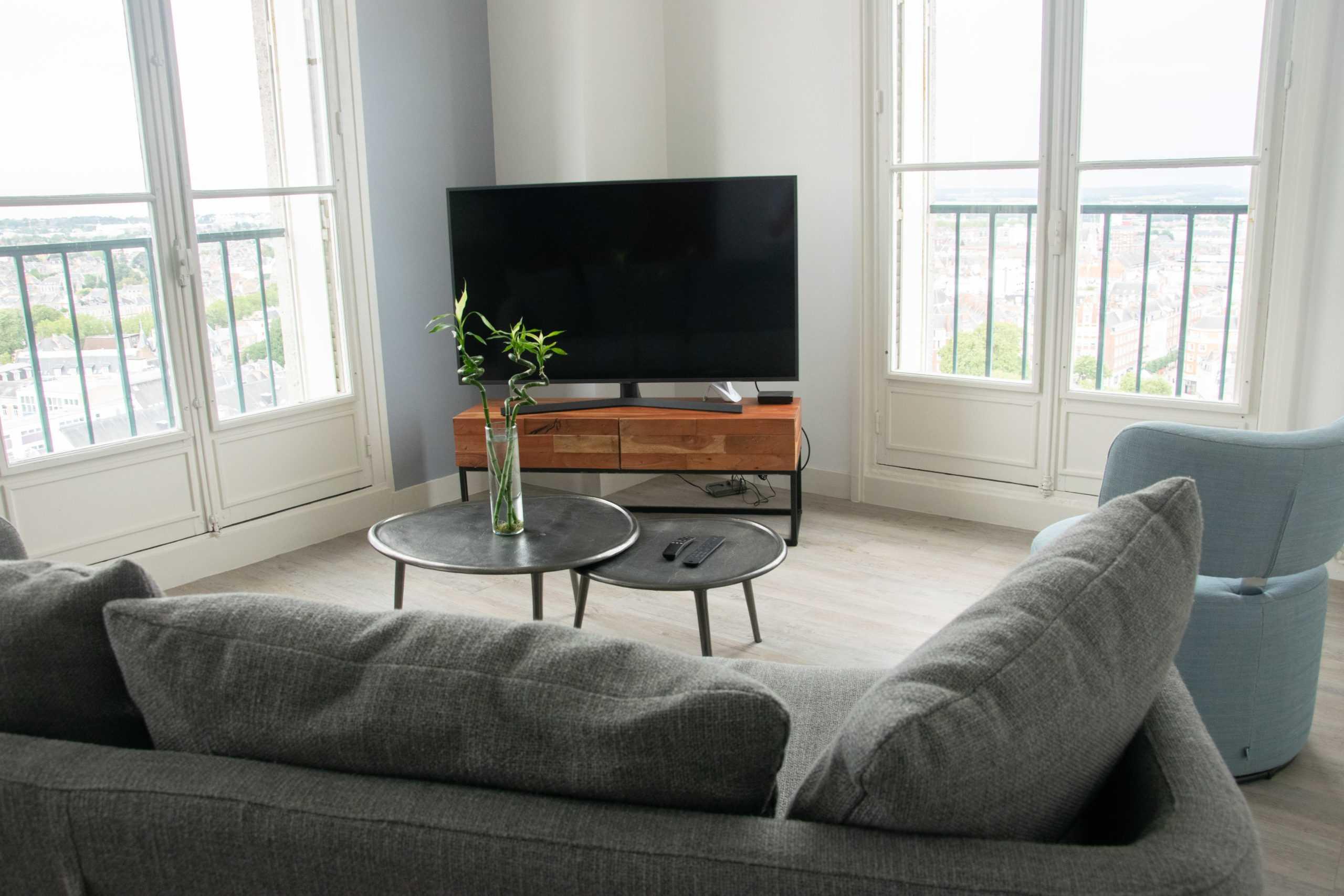 appartement_15eme_droite_tour_perret_amiens_tourisme_salon_2