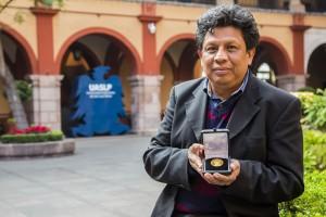 12-18-2018 (D) ELIAS PEREZ GANADOR DE PREMIO DEL INSTITUTO DE FISICA UNAM UASL3153
