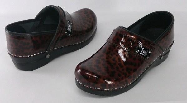 Sanita Sz 8.5 Lindsey Patent Leather Strap Slip- Clogs