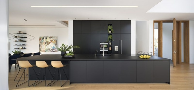 LB House by Shachar Rozenfeld Architects, cocina
