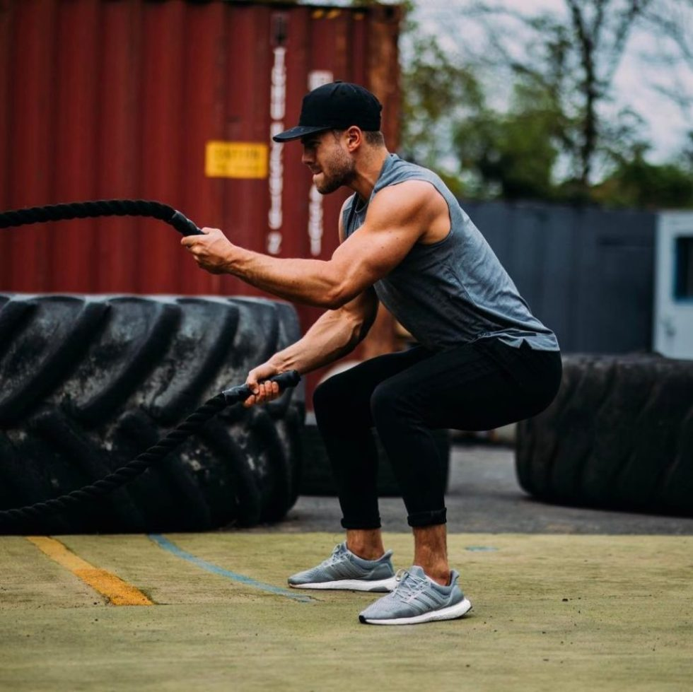 Bradley Simmonds workout with ropes.