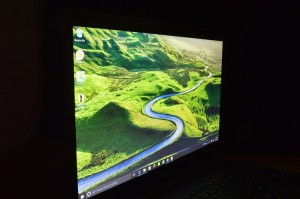 Acer Aspire R15 screen side