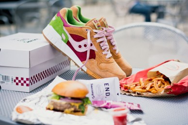 Saucony Shadow 5000 Burger x END_40