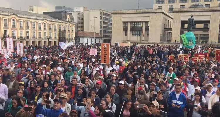 marcha de profesores en Bogotá