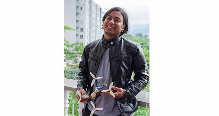 Estudiante quindiano primer lugar en carrera de drones de Torneo Internacional LatinBot