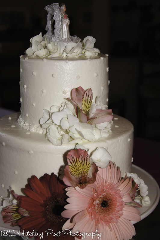 small wedding cakes with flowers two tier wedding cakes 20243