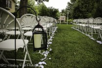 Black lanterns for a clean look on the aisle