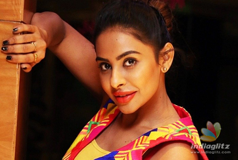 Sri Reddy accuses Tamil film director of sexual abuse - Tamil News - IndiaGlitz.com
