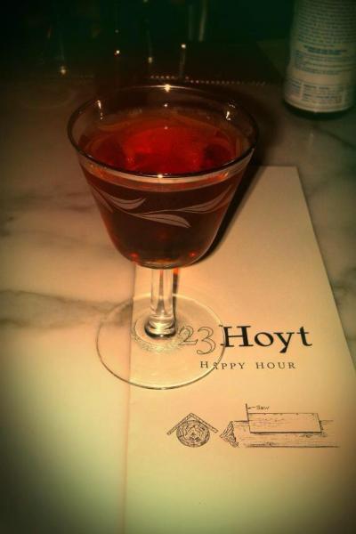 2013-january-february-1859-magazine-best-of-oregon-23-hoyt-cocktail-happy-hour
