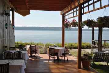 deck-at-Camano-island-inn