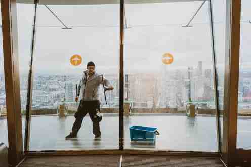 1889_Feb_March_2019_Feature_SpaceNeedle_WindowCleaners_James_Harnois_Seattle_004_cmyk300