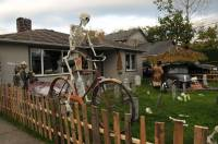 Halloween house adds spooky feel to Lewis Avenue ...