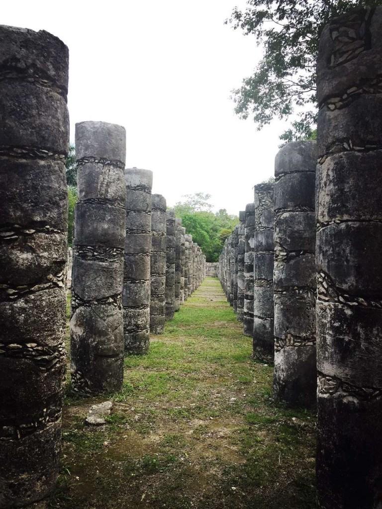 大祭祀台旁的千柱殿,奇琴伊察 Chichén Itzá