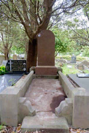 Elsie Smith's grave