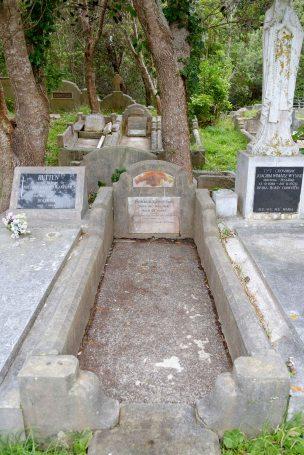Ronald Lewis's grave