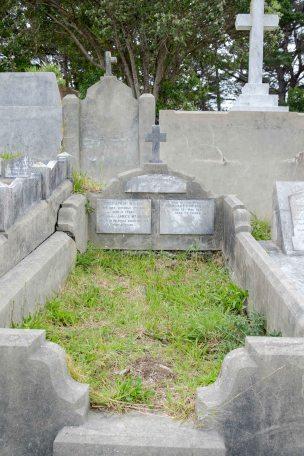Dora McMillin's grave