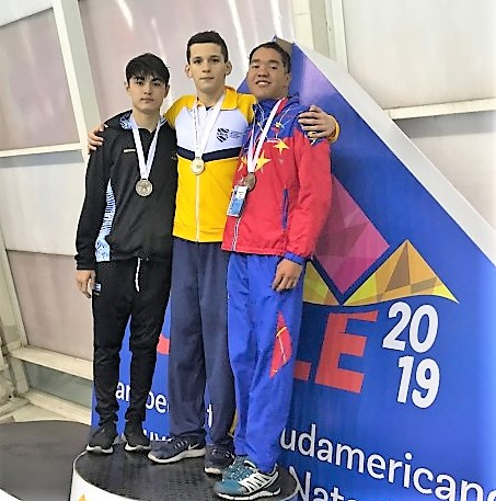 Sebastian Teran medalla bronce 200m espalda sudamericano juvenil Chile 2019