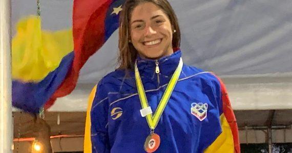 Lismar Lyon medalla de oro 50 mariposa CCCAN 2019